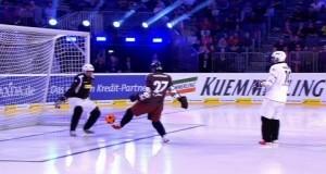ВИДЕО! Футбол скрестили с хоккеем: то, что получилось произвело фурор в соцсетях — необычное видео