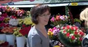 ВИДЕО! Пластиковые цветы на кладбищах представляют смертельную опасность