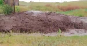После ливня грязевой поток смыл дорогу в Березанской ОТГ (видео)